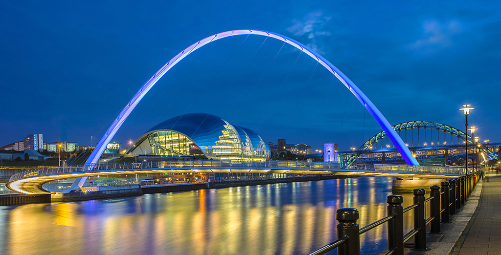 COLOUR PRINT               Div2	2nd	MILLENIUM BRIDGE, NEWCASTLE	JAMES ANDERSON