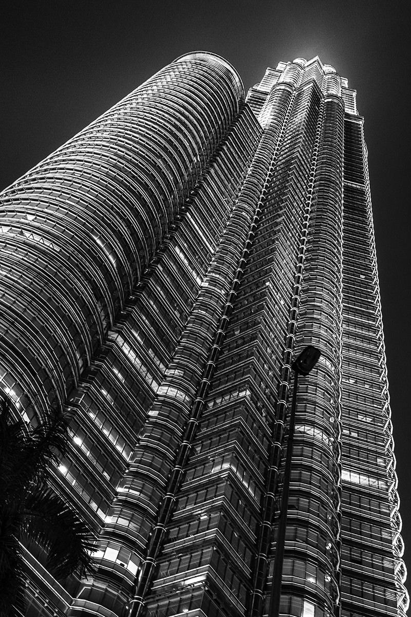 (Div2) Mono =  1st  Petronas Tower Kuala Lumpur / James L Anderson
